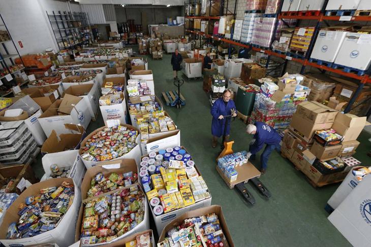 el banco de alimentos de madrid necesita 20.000 voluntarios