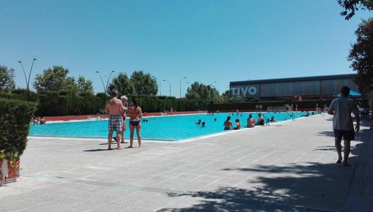 Abierta de nuevo la piscina de verano del polideportivo for Piscinas municipales madrid 2017