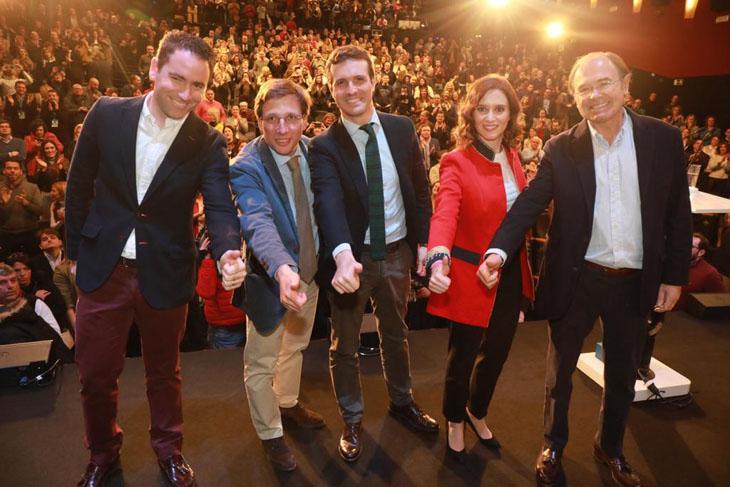 DEBATE sobre estatura de famosos y famosas - Página 40 El-PP-de-Madrid-felicita-a-Diaz-Ayuso-y-Martinez-Almeida-por-su-designacion-como-candidatos_fotogrande_4323